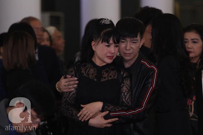 Thu Quỳnh, Bảo Thanh, Lan Hương, Kim Oanh, Lê Khanh nhạt nhòa nước mắt trong lễ tang NSND Anh Tú - Ảnh 2.