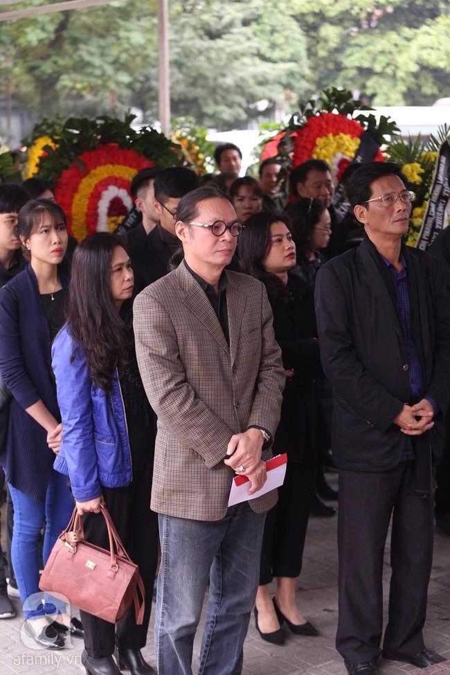Chí Trung, Công Lý, Thanh Hương, Minh Vượng đến tiễn đưa NSND Anh Tú, nhưng gây xúc động hơn cả là ánh mắt thất thần - Ảnh 10.