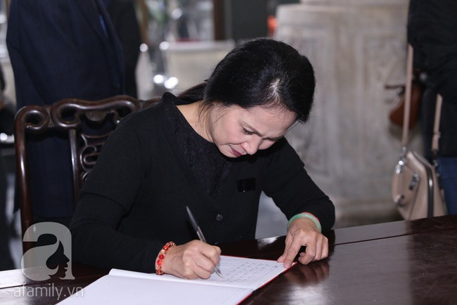 Thu Quỳnh, Bảo Thanh, Lan Hương, Kim Oanh, Lê Khanh nhạt nhòa nước mắt trong lễ tang NSND Anh Tú - Ảnh 7.