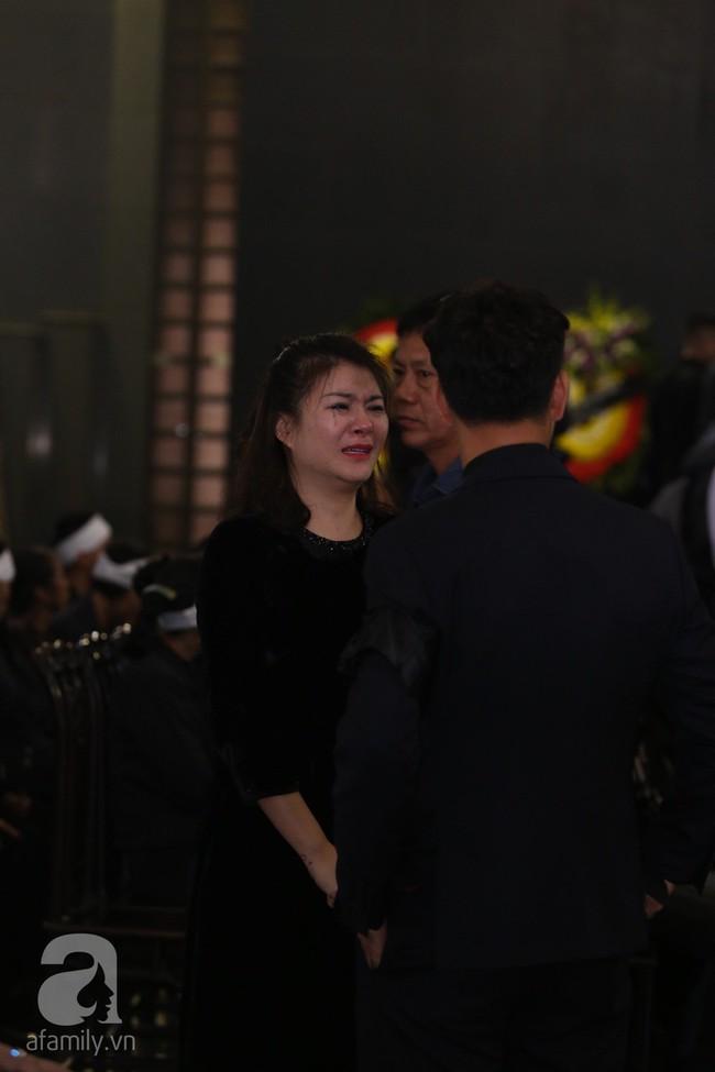 Thu Quỳnh, Bảo Thanh, Lan Hương, Kim Oanh, Lê Khanh nhạt nhòa nước mắt trong lễ tang NSND Anh Tú - Ảnh 3.
