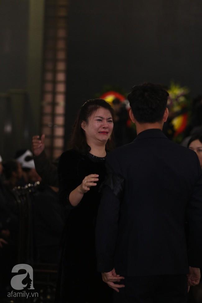 Thu Quỳnh, Bảo Thanh, Lan Hương, Kim Oanh, Lê Khanh nhạt nhòa nước mắt trong lễ tang NSND Anh Tú - Ảnh 6.