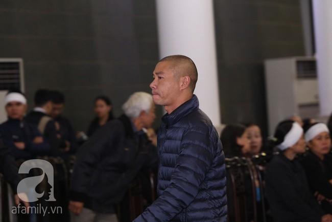 Chí Trung, Công Lý, Thanh Hương, Minh Vượng đến tiễn đưa NSND Anh Tú, nhưng gây xúc động hơn cả là ánh mắt thất thần - Ảnh 5.