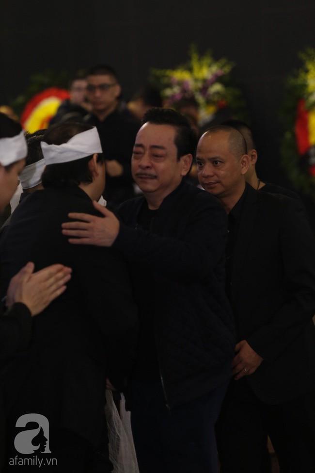 Chí Trung, Công Lý, Thanh Hương, Minh Vượng đến tiễn đưa NSND Anh Tú, nhưng gây xúc động hơn cả là ánh mắt thất thần - Ảnh 3.