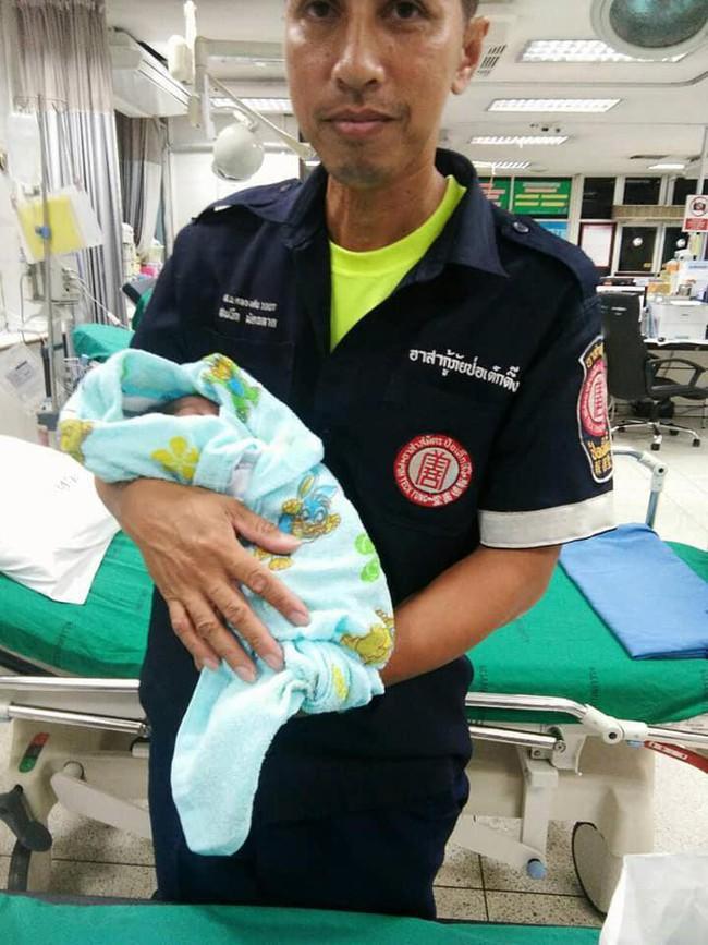 Bé trai 2 tuần tuổi bị bỏ lại giữa chợ trong đêm khuya vắng, cảnh sát điều tra ngỡ ngàng khi biết nguyên nhân - Ảnh 6.
