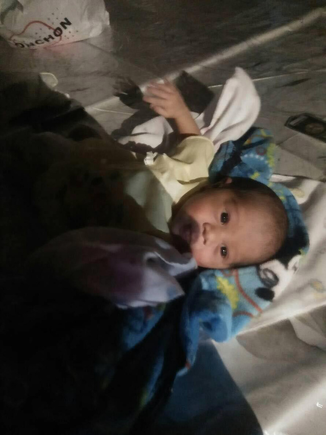Bé trai 2 tuần tuổi bị bỏ lại giữa chợ trong đêm khuya vắng, cảnh sát điều tra ngỡ ngàng khi biết nguyên nhân - Ảnh 5.