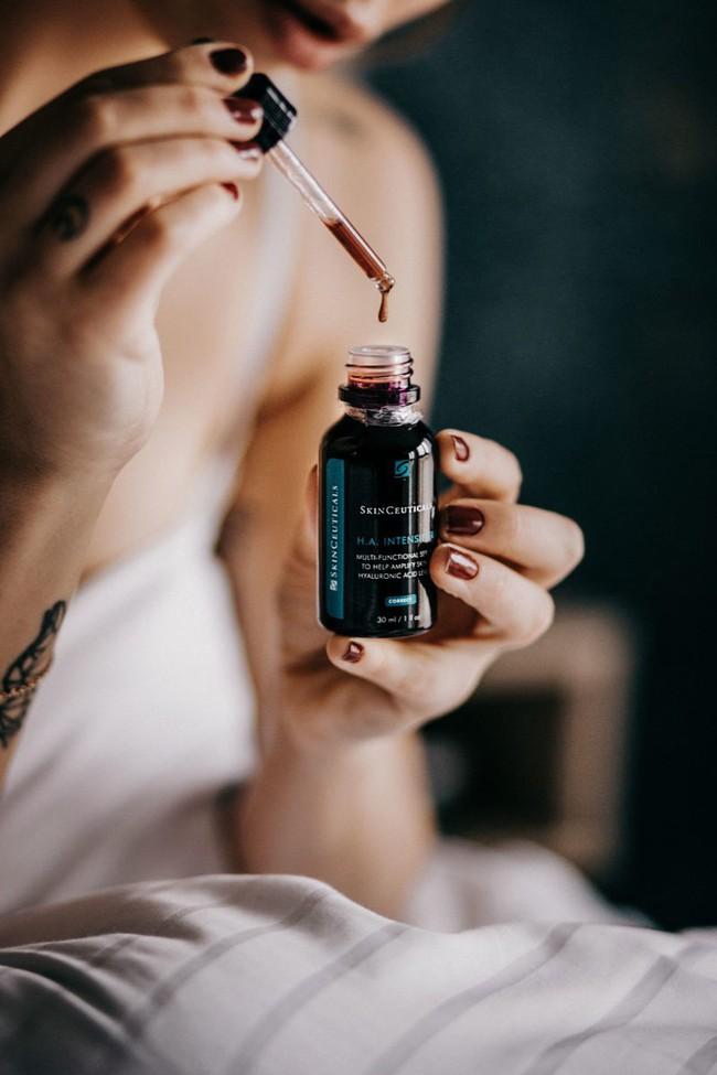 10 dòng serum được ca tụng nhiều nhất năm qua: toàn sản phẩm đắt xắt ra miếng nhưng đều đáng thử ít nhất một lần trong đời - Ảnh 8.