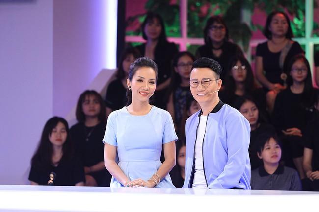 Hoàng Bách uất ức vì vợ quên kỷ niệm ngày cưới, phải tổ chức ăn mừng ngay tại trường quay gameshow - Ảnh 9.