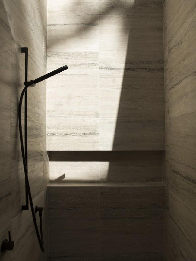 Bất ngờ trước hình ảnh sau cải tạo của ngôi nhà làm từ gạch ngói được xây dựng vào thế kỉ 20 - Ảnh 11.