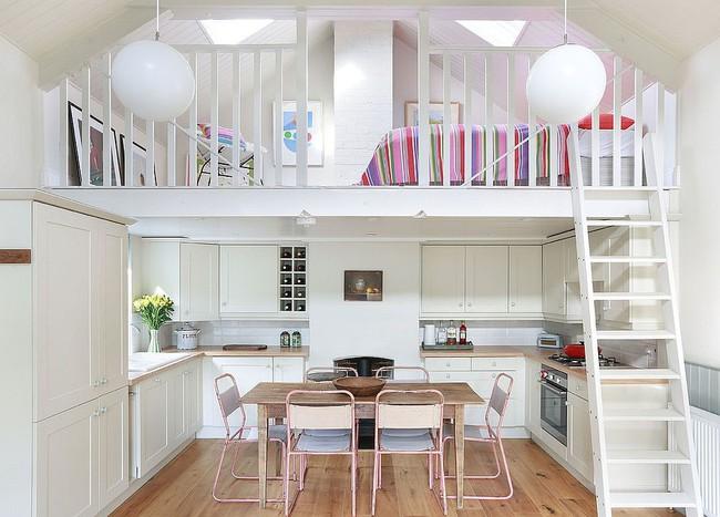 Nhà bếp dưới gác lửng - giải pháp hoàn hảo cho một ngôi nhà cần tiết kiệm không gian tối đa - Ảnh 2.