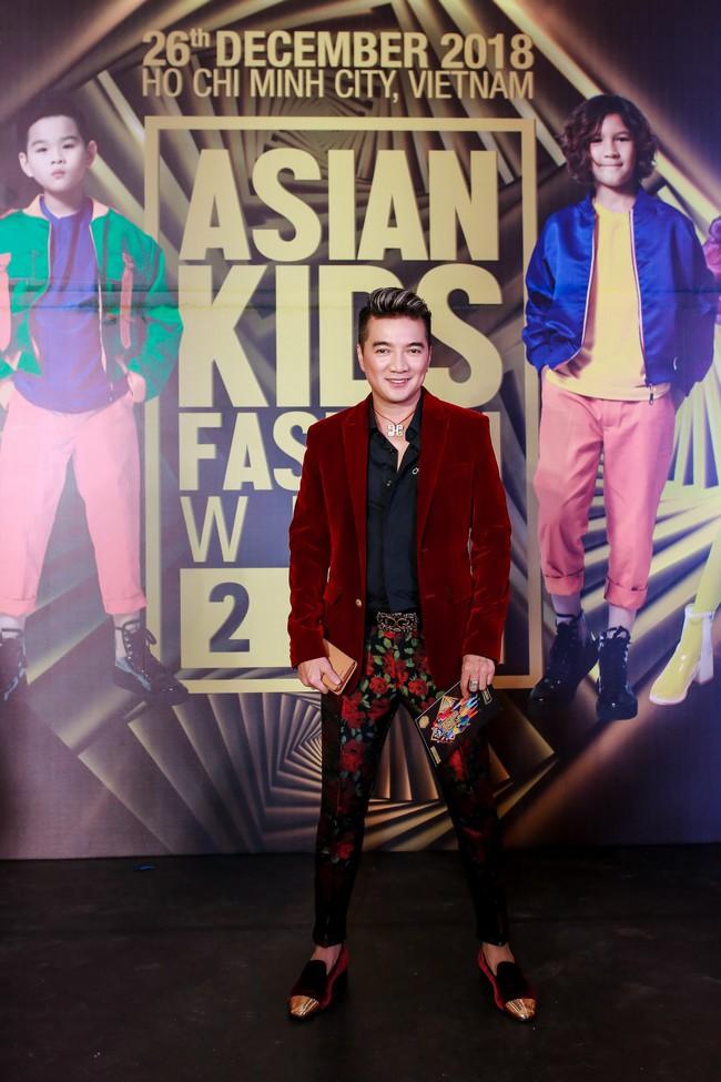 Á hậu Diễm Trang gây chú ý khi ăn diện thời trang bế con lên thảm đỏ - Ảnh 6.