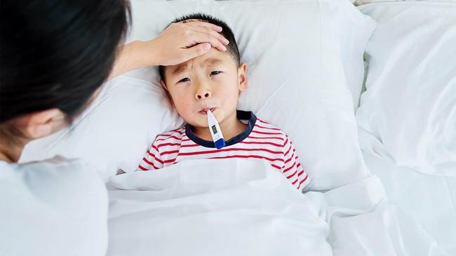 3 thời điểm mẹ không nên tắm cho trẻ bởi có thể nguy hiểm đến sức khỏe  - Ảnh 2.
