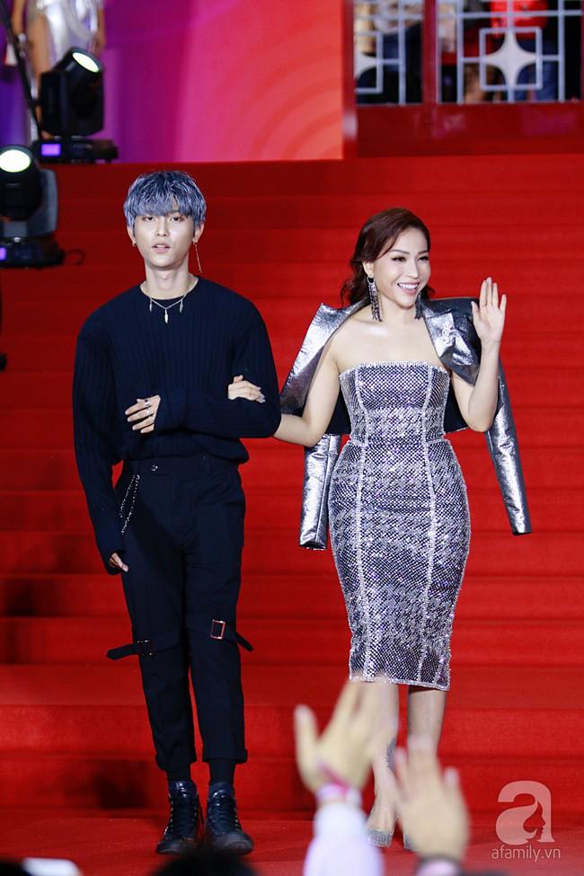 Midu đẹp tựa nữ thần, Soobin Hoàng Sơn tình tứ khoát tay Ji Yeon (T-ara) trên thảm đỏ - Ảnh 7.
