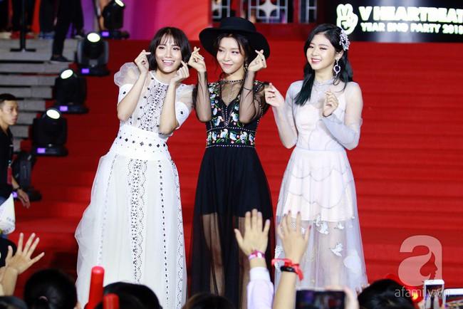 Midu đẹp tựa nữ thần, Soobin Hoàng Sơn tình tứ khoát tay Ji Yeon (T-ara) trên thảm đỏ - Ảnh 14.