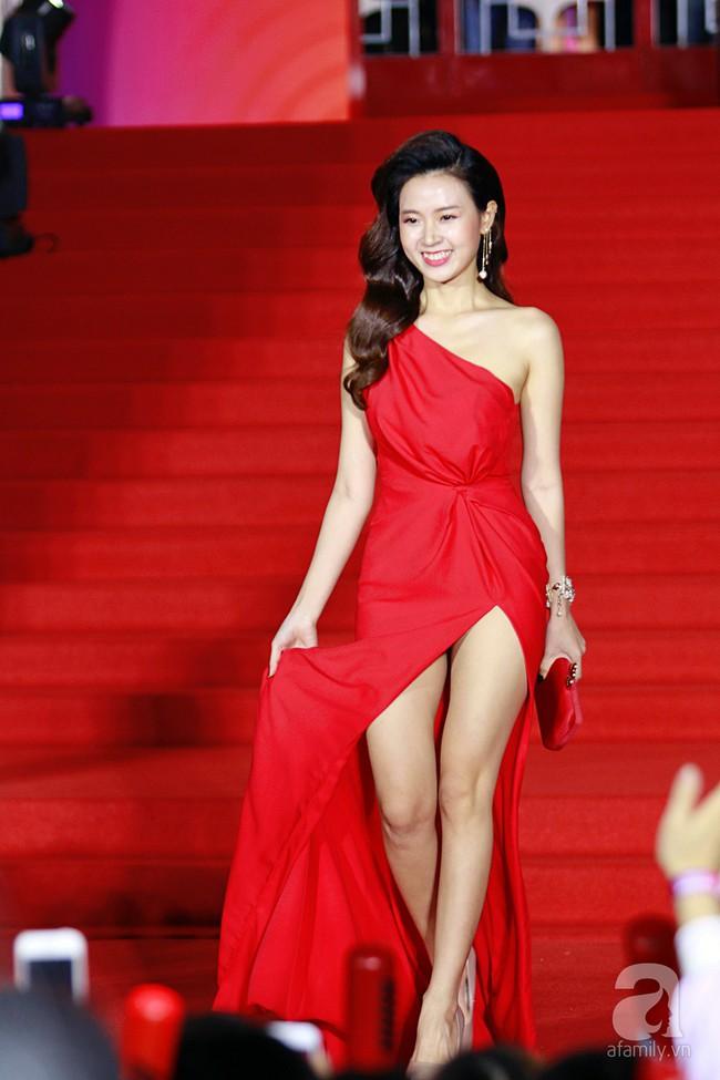 Midu đẹp tựa nữ thần, Soobin Hoàng Sơn tình tứ khoát tay Ji Yeon (T-ara) trên thảm đỏ - Ảnh 1.