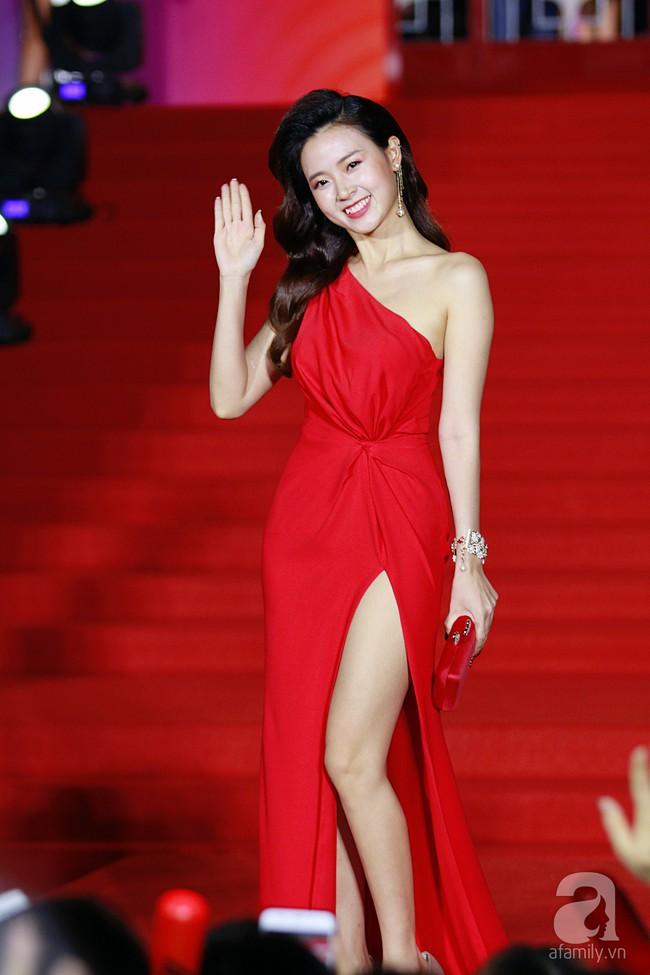 Midu đẹp tựa nữ thần, Soobin Hoàng Sơn tình tứ khoát tay Ji Yeon (T-ara) trên thảm đỏ - Ảnh 3.