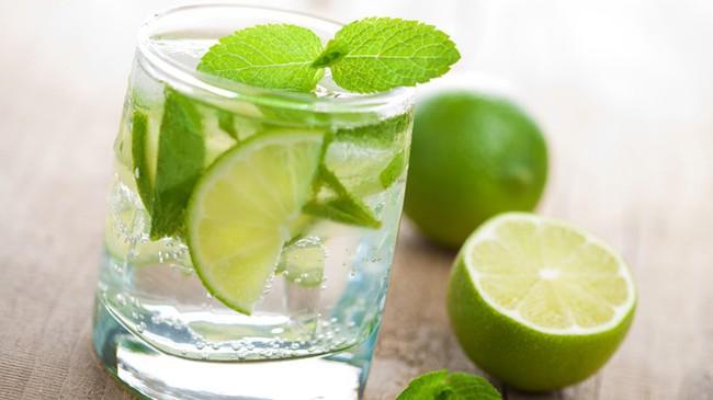 Nhiều người đang sử dụng nước dưa chua để chữa chứng khó chịu sau khi uống rượu - hiệu quả đến đâu? - Ảnh 3.