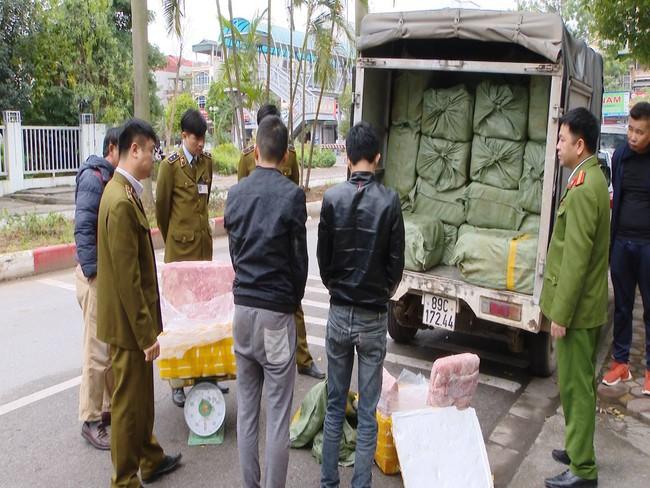 Kinh hoàng phát hiện hàng tấn nầm lợn mốc xanh đen tuồn vào Hà Nội tiêu thụ - Ảnh 5.