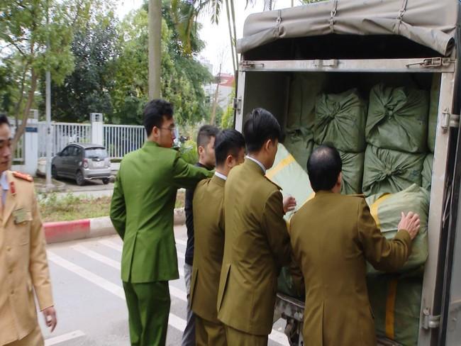 Kinh hoàng phát hiện hàng tấn nầm lợn mốc xanh đen tuồn vào Hà Nội tiêu thụ - Ảnh 1.