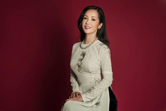 Hồng Nhung, Phạm Quỳnh Anh, Jennifer Aniston... hay câu chuyện về người đàn bà kiêu hãnh hậu ly hôn của năm 2018 - Ảnh 2.