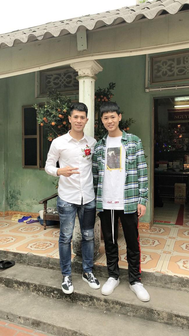 Được tiếng là thanh niên nghiêm túc của tuyển Việt Nam nhưng ở cạnh em trai, Trọng Ỉn lầy lội thế này đây - Ảnh 7.