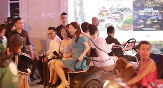Á hậu Thanh Tú và chồng đại gia bất ngờ xuất hiện tại địa điểm này sau đám cưới hoành tráng - Ảnh 4.
