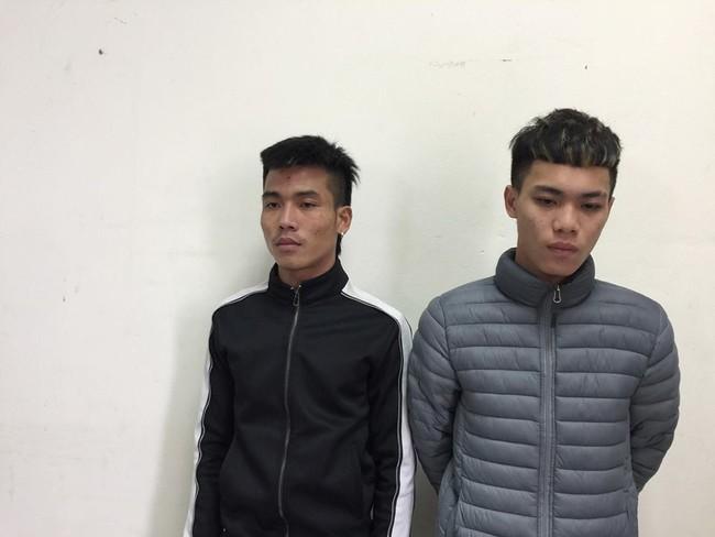 Hà Nội: Cảnh sát tìm ra hai thanh niên rải đinh cực nguy hiểm ngay trước đầu xe - Ảnh 1.
