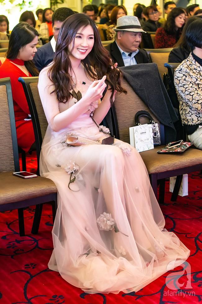 Sau một năm biến mất khỏi showbiz, Á hậu Nguyễn Thị Loan tái xuất với phong cách đẳng cấp trong ngày trở thành bà chủ - Ảnh 13.