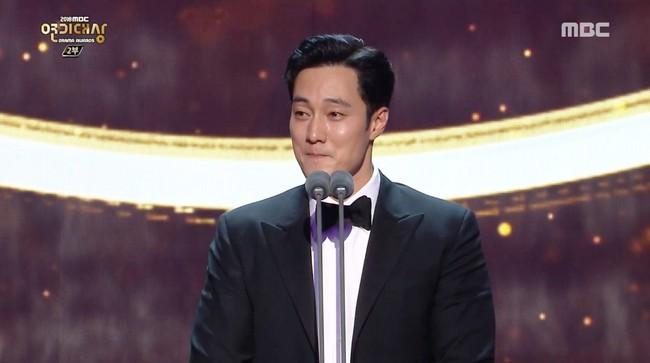 Anh đẹp So Ji Sub và Terius phía sau tôi thắng lớn tại MBC Drama Awards 2018 - Ảnh 2.