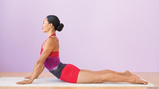 5 tư thế yoga cơ bản giúp cải thiện sức khỏe - Ảnh 4.