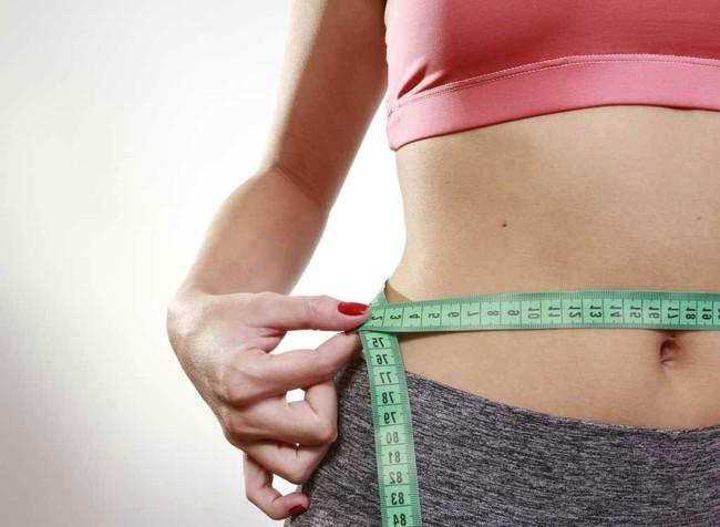 Chỉ cần thực hiện 1 vài thói quen đơn giản này là có thể giúp bạn tránh tăng cân trong kỳ nghỉ lễ - Ảnh 4.