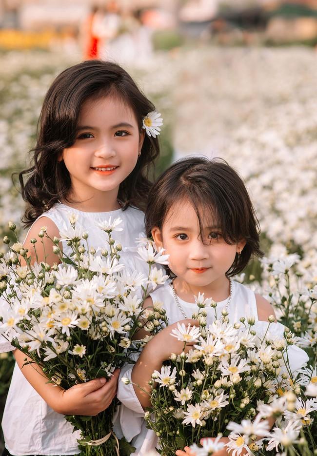 Đánh bại tất cả các bộ ảnh khác, 2 chị em soán ngôi công chúa mùa cúc họa mi năm nay vì quá xinh - Ảnh 15.