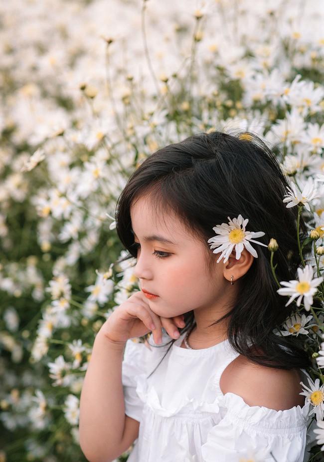 Đánh bại tất cả các bộ ảnh khác, 2 chị em soán ngôi công chúa mùa cúc họa mi năm nay vì quá xinh - Ảnh 23.