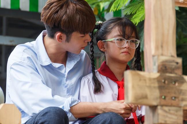 Làm ông bụt, Jun Phạm rưng rưng xúc động khi tìm về tuổi thơ  - Ảnh 9.