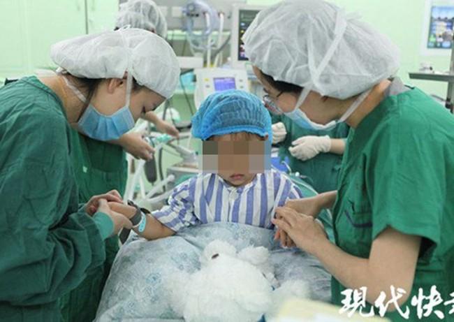 Bé gái 3 tuổi bị chẩn đoán mắc bệnh ung thư vú, dấu hiệu đến từ những thay đổi nhỏ nhất trên người em được mẹ phát hiện kịp thời - Ảnh 1.