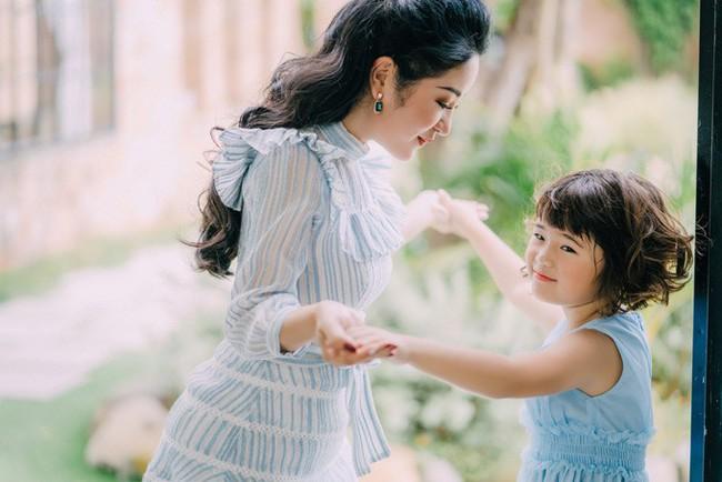 Thúy Nga khoe con gái 7 tuổi lớn phổng phao nhưng cũng cạn lời vì tiếng Việt chưa sõi của con - Ảnh 2.