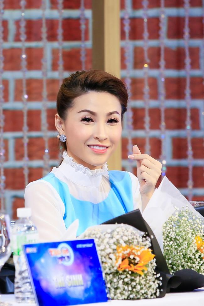 Tiêu Châu Như Quỳnh tái xuất rạng rỡ sau sự cố ăn mặc phản cảm  - Ảnh 9.