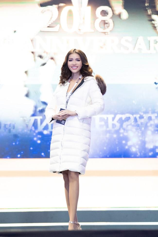 Minh Tú nổi bật trên sân khấu tổng duyệt Chung kết Miss Supranational 2018 - Ảnh 3.