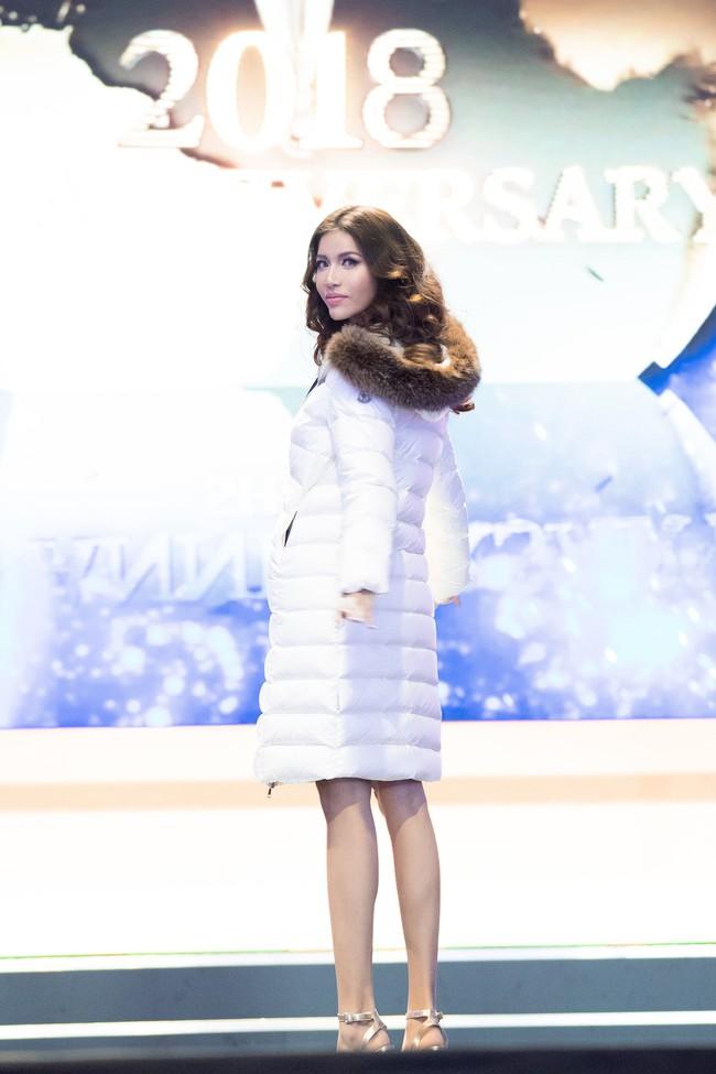 Minh Tú nổi bật trên sân khấu tổng duyệt Chung kết Miss Supranational 2018 - Ảnh 4.