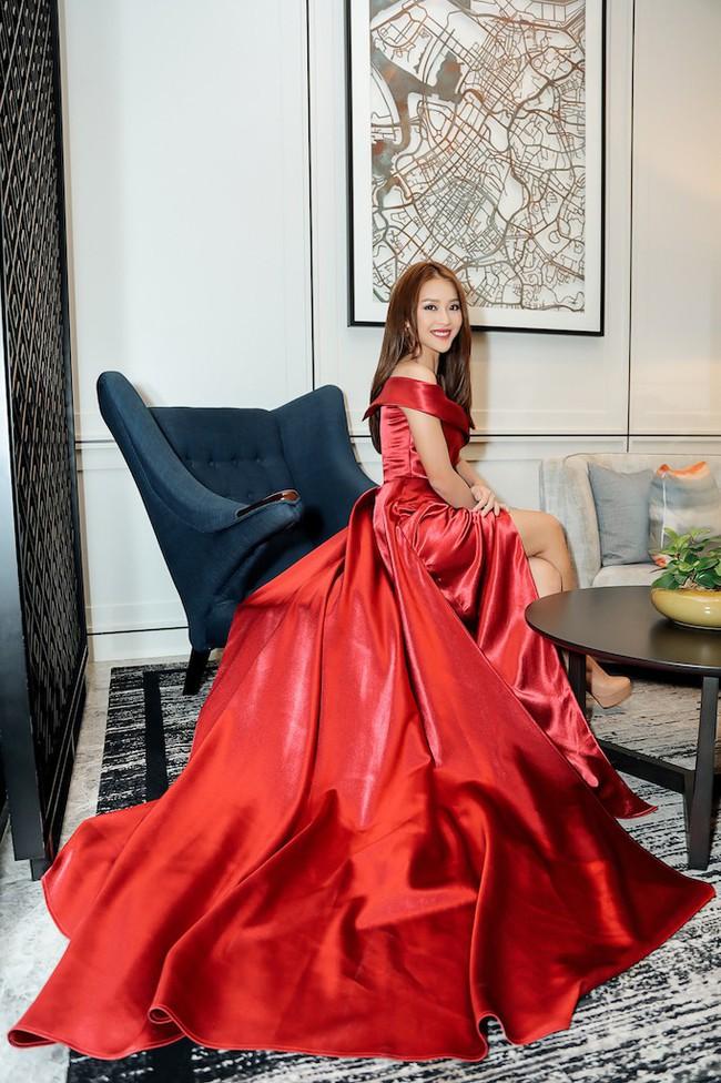 Cặp đôi Hậu duệ Mặt trời Việt Nam cực đẹp đôi trên thảm đỏ Singapore, đáng chú ý nhất là chiếc váy của Khả Ngân - Ảnh 1.