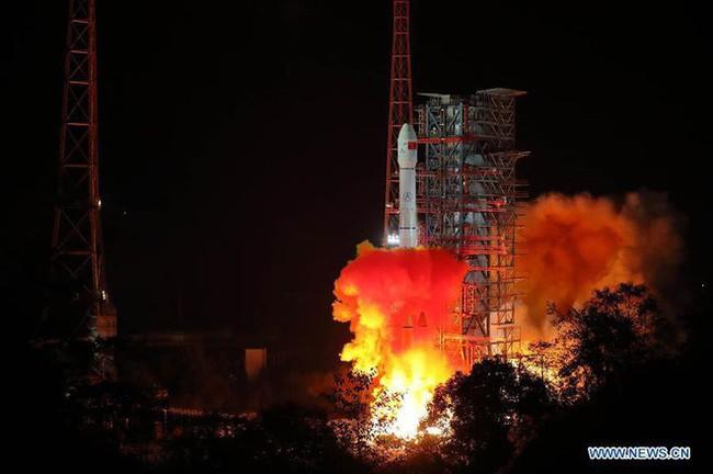 Trung Quốc phóng thành công tên lửa đưa tàu thăm dò lên vùng tối của Mặt Trăng, mang theo cả hạt giống để thử quang hợp - Ảnh 1.