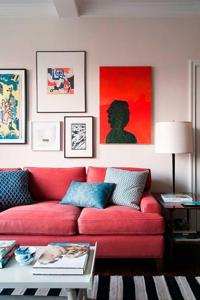 Đừng bỏ lỡ chiếc ghế sofa đỏ cho phòng khách khi mùa lễ hội đã cận kề - Ảnh 2.