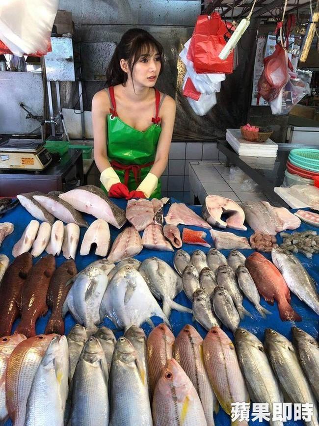 Điều ít biết về nữ thần bán cá Đài Loan: Tốt nghiệp điều dưỡng, làm ở bệnh viện 4 năm trước khi sang nghề mẫu - Ảnh 3.