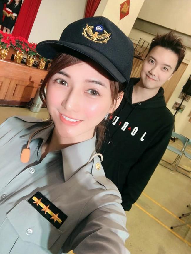 Điều ít biết về nữ thần bán cá Đài Loan: Tốt nghiệp điều dưỡng, làm ở bệnh viện 4 năm trước khi sang nghề mẫu - Ảnh 7.