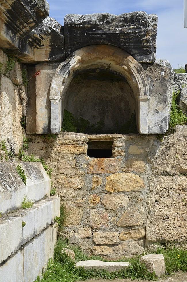 Cảnh rùng rợn trong hầm mộ chứa 6 triệu hài cốt và bí ẩn những cấm địa đáng sợ nhất hành tinh, nghe tò mò nhưng không dám bén mảng - Ảnh 3.