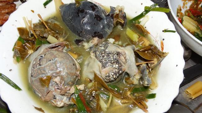 Ếch òn nguyên con - món ăn khiến nhiều người khiếp vía khi vừa nhìn thấy này lại là đặc sản ở Việt Nam và cả Thái Lan - Ảnh 2.