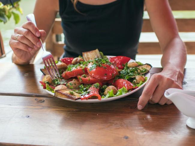 7 quy tắc ăn uống cần ghi nhớ khi thực hiện chế độ Detox kết hợp ăn uống - Ảnh 4.