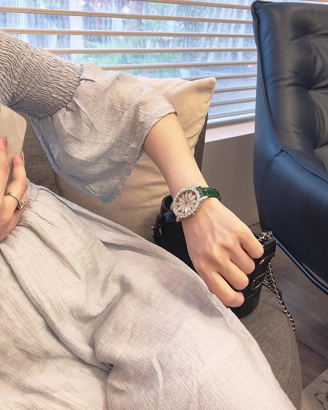 Hằng Túi sắm đồng hồ gần 2 tỷ để kỷ niệm lần mang bầu thứ 4, chính thức xác nhận giới tính em bé - Ảnh 3.