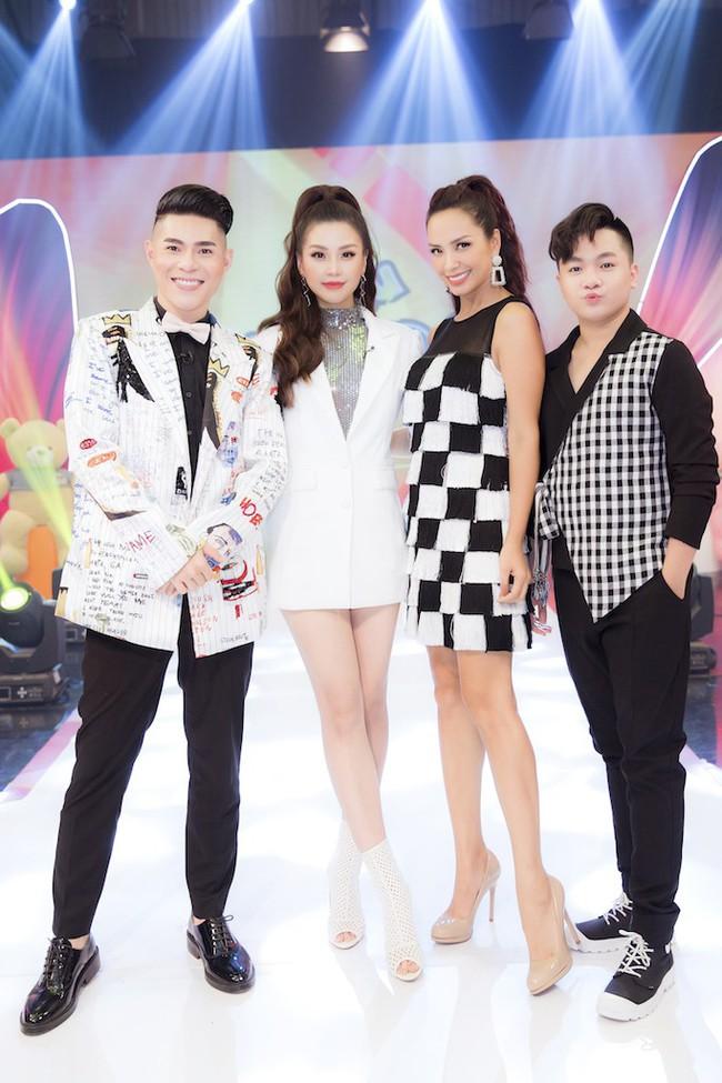 Á hậu Diễm Trang diện style giấu quần để lộ chân thẳng tắp, khoe nhan sắc rực rỡ của gái một con - Ảnh 5.