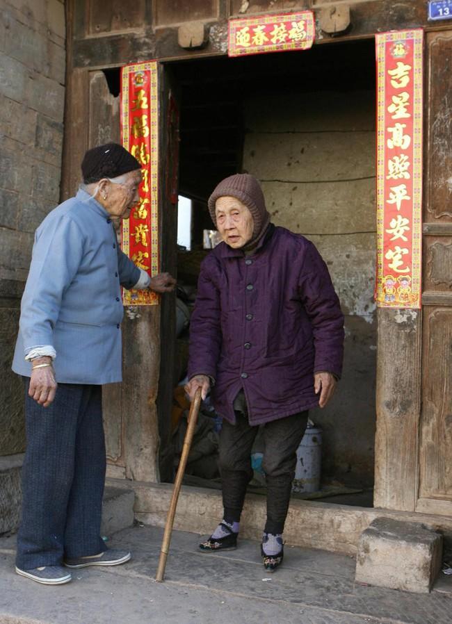 Tục Bó chân gót sen của Trung Quốc xưa: Hình ảnh những đôi chân rỉ máu và biến dạng khiến phụ nữ thời nay phải nín thở nổi da gà - Ảnh 12.