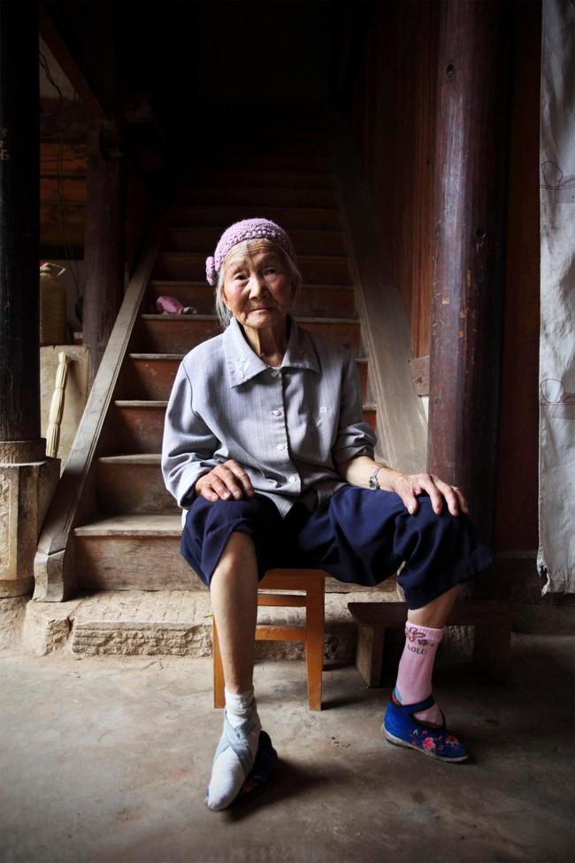 Tục Bó chân gót sen của Trung Quốc xưa: Hình ảnh những đôi chân rỉ máu và biến dạng khiến phụ nữ thời nay phải nín thở nổi da gà - Ảnh 13.